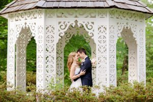 Beautiful outdoor weddings at the Bloemendaal House. Image by Allison Maxwell Photography.