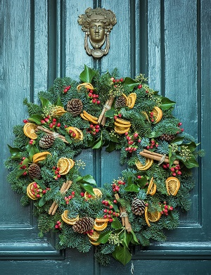 Fresh Wreaths with Natural Materials
