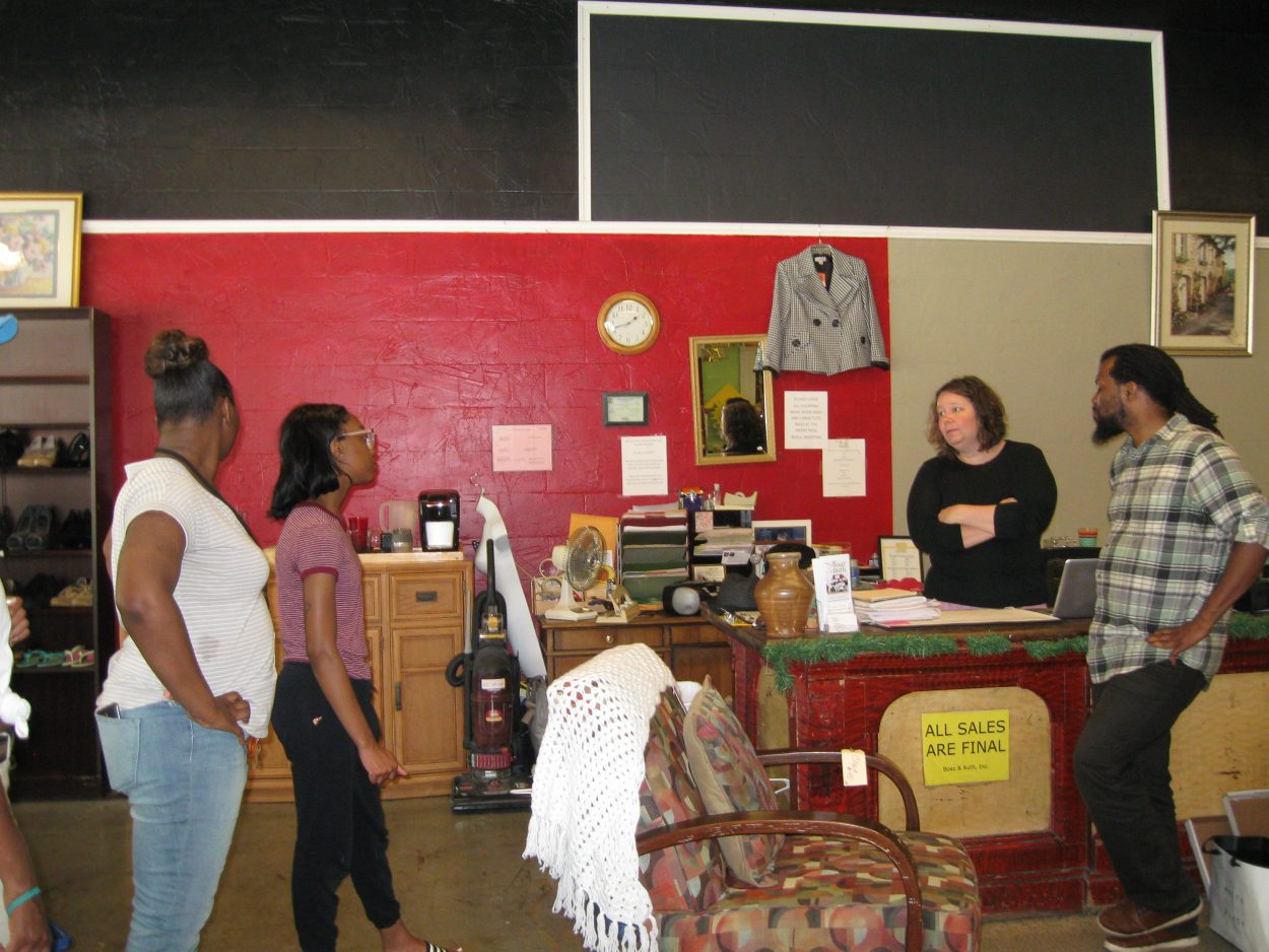 In order to understand the surrounding neighborhood where they would carry out their urban greening work, students met with Megan Rollins, President of Boaz and Ruth, a non-profit organization in Highland Park which helps formerly incarcerated individuals reentry society and rebalance their lives.