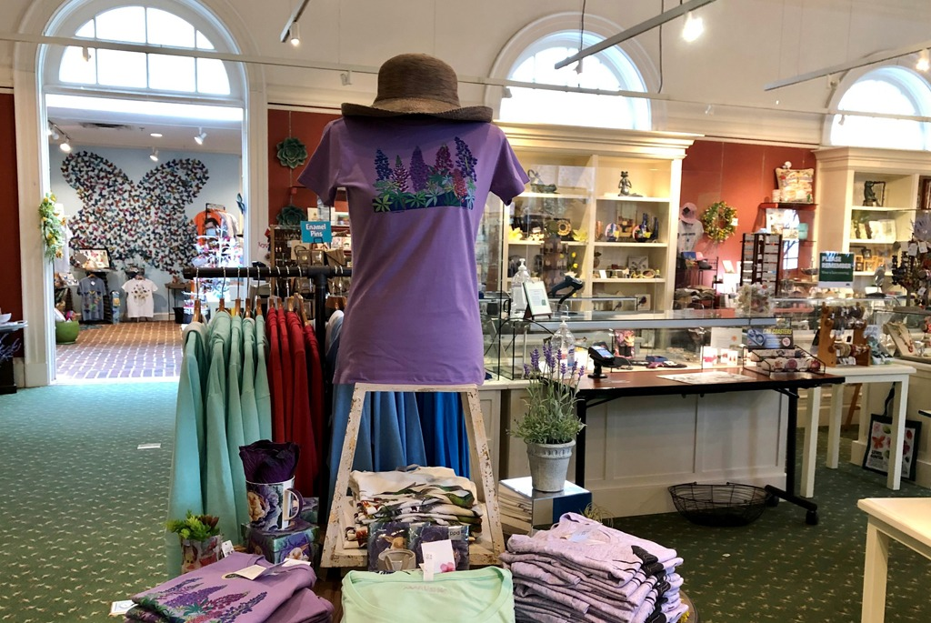 Entry area to Garden Shop with Tshirts display